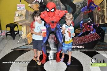 Homem-Aranha visita o Cineplus Emacite; público pode tirar fotos a vontade (72)