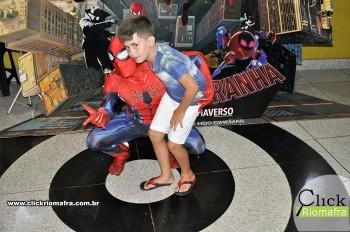 Homem-Aranha visita o Cineplus Emacite; público pode tirar fotos a vontade (73)