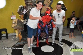 Homem-Aranha visita o Cineplus Emacite; público pode tirar fotos a vontade (74)