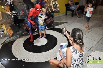 Homem-Aranha visita o Cineplus Emacite; público pode tirar fotos a vontade (76)