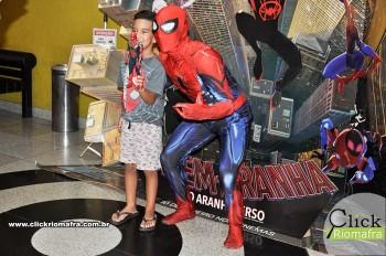 Homem-Aranha visita o Cineplus Emacite; público pode tirar fotos a vontade (8)