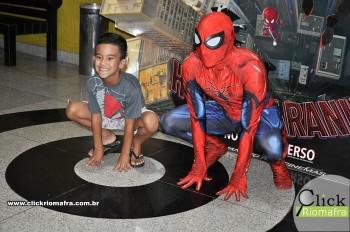 Homem-Aranha visita o Cineplus Emacite; público pode tirar fotos a vontade (9)