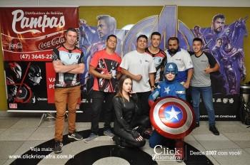Distribuidora de Bebidas Pampas leva personagens do filme Vingadores ao Cineplus Emacite (112)