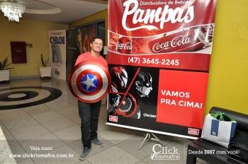 Distribuidora de Bebidas Pampas leva personagens do filme Vingadores ao Cineplus Emacite (117)