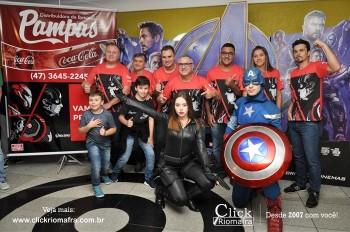 Distribuidora de Bebidas Pampas leva personagens do filme Vingadores ao Cineplus Emacite (55)
