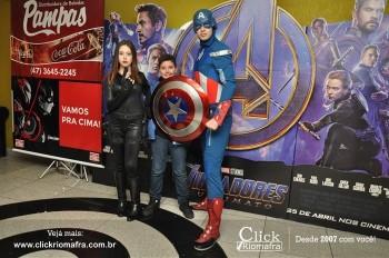 Distribuidora de Bebidas Pampas leva personagens do filme Vingadores ao Cineplus Emacite (98)