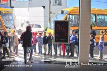 Alunos da escola Olavo Bilac visitam o Cineplus Emacite (1)