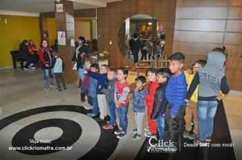 Alunos da escola Olavo Bilac visitam o Cineplus Emacite (2)