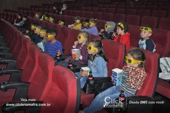 Alunos da escola Olavo Bilac visitam o Cineplus Emacite (5)