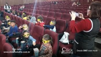 Alunos da escola Olavo Bilac visitam o Cineplus Emacite (9)