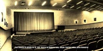 Cine Emacite na década de 70. Detalhe para as poltronas, que possuíam encosto de madeira, mas com estofamento da mesma cor atual.