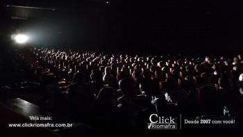 Público lota o Cineplus Emacite para o Show de Humor #Pobrice - Click Riomafra (12)