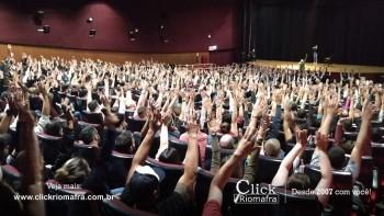 Público lota o Cineplus Emacite para o Show de Humor #Pobrice - Click Riomafra (19)