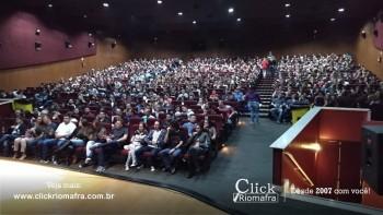 Público lota o Cineplus Emacite para o Show de Humor #Pobrice - Click Riomafra (21)