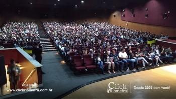 Público lota o Cineplus Emacite para o Show de Humor #Pobrice - Click Riomafra (23)