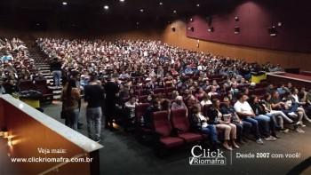 Público lota o Cineplus Emacite para o Show de Humor #Pobrice - Click Riomafra (24)