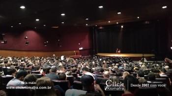 Público lota o Cineplus Emacite para o Show de Humor #Pobrice - Click Riomafra (26)