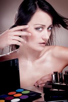 Com paciência e um pouco de treino, qualquer mulher fica expert em produzir o seu próprio visual / GB Imagem