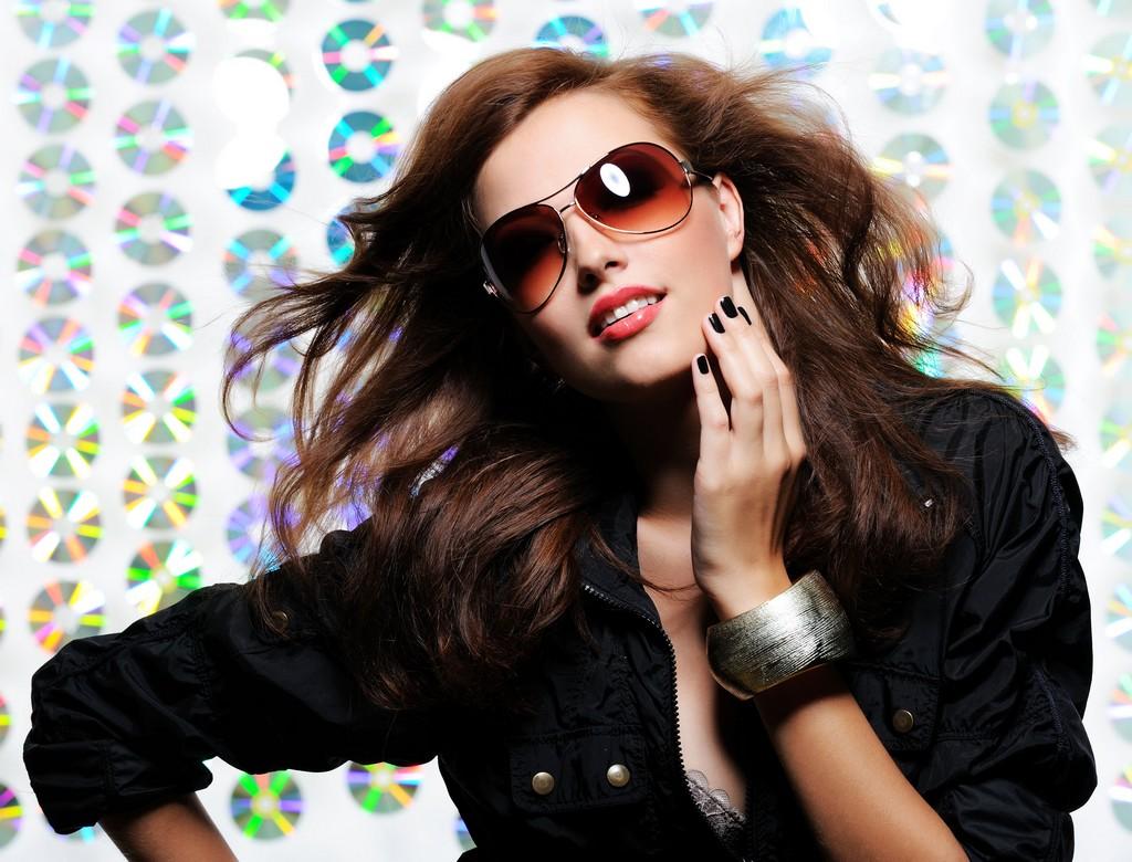 1f5ee5a73a95c Acessório moderno, os óculos de sol conferem charme e bom gosto ao visual,  mas