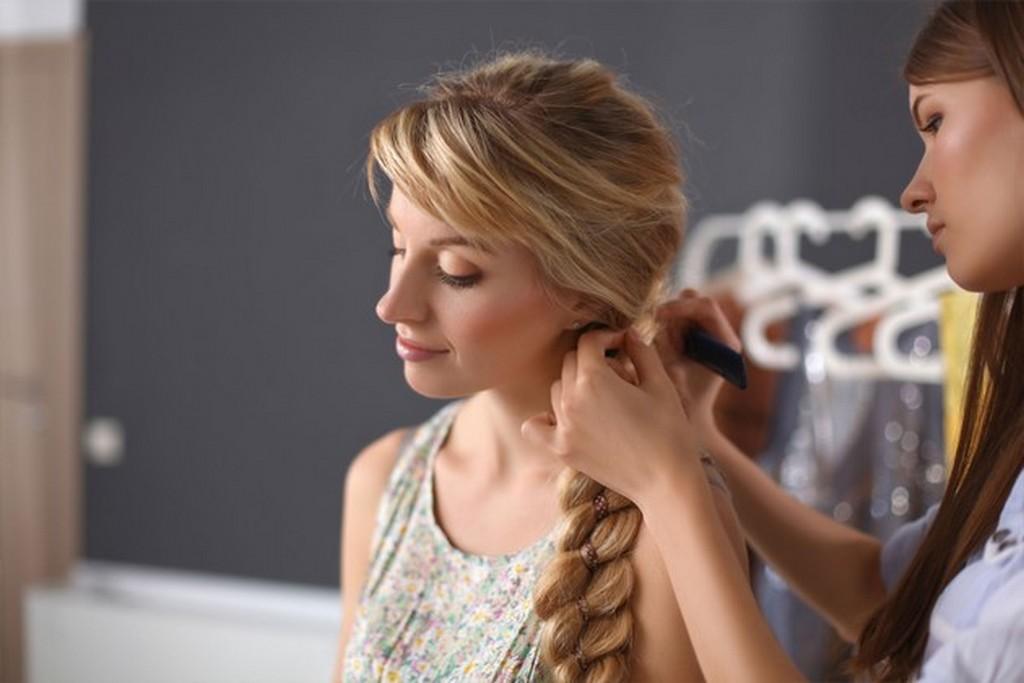 Alguns cabeleireiros fizeram da trança a sua marca registrada quando o assunto é penteado. Os fios trançados podem se transformar em produções glamorosas e também podem cair bem no dia a dia / GB Imagem