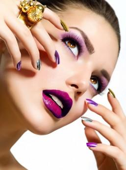 Ter os lábios definidos é o sonho de todas as mulheres. Para retardar a ação do tempo, não descuide do protetor solar e da hidratação dos lábios e da pele do redor da boca. Bom mesmo é usar cosméticos específicos / GB Imagem