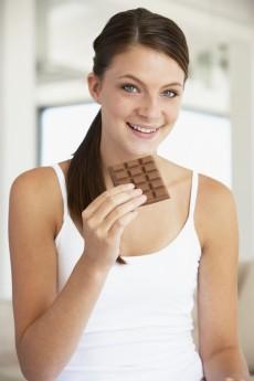Difícil resistir ao chocolate. No entanto, é bom saber que uma barra de chocolate de 100 gramas contém, em média, 528 calorias / GB Imagem