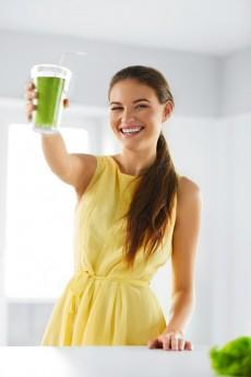 O suco verde é uma boa opção para quem não tem tempo de se alimentar corretamente no dia a dia. Cerca de 250 ml diariamente são suficientes para repor nutrientes importantes para o funcionamento do organismo / GB Imagem