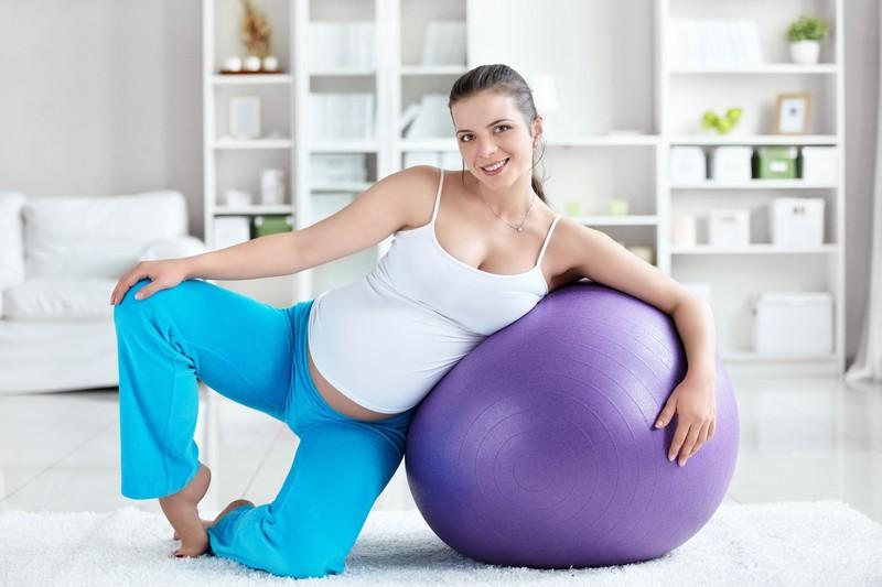 No período de gravidez, é essencial movimentar-se. Sempre sob a orientação do médico que faz o acompanhamento, a gestante deve fazer exercícios regulares não visando somente à manutenção do peso, mas principalmente para livrar-se do estresse natural da nova fase e elevar a autoestima / GB Imagem