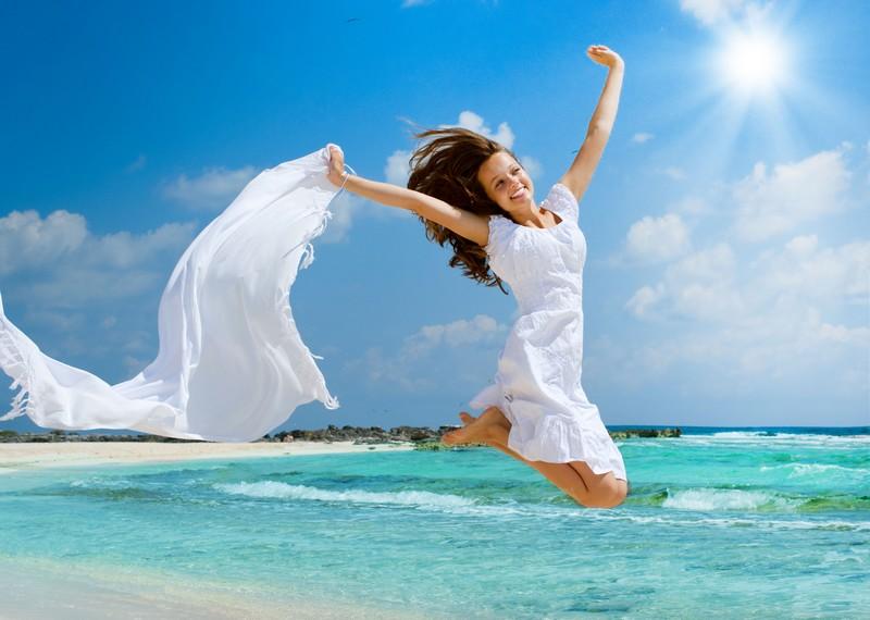 O sol é grande amigo da saúde, mas também é preciso ficar atento aos seus efeitos nocivos. Um deles são as manchas na pele / GB Imagem