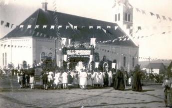 Festa na Igreja Bom Jesus da Coluna na década de 30