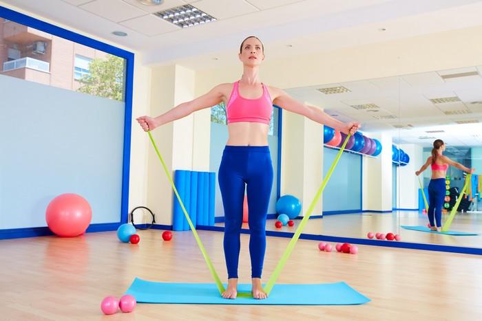 De modo criativo você consegue exercitar vários músculos ao mesmo tempo. O resultado é corpo saudável e mais disposição para enfrentar o dia / GB Imagem