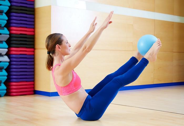 Os exercícios de Joseph Pilates podem ser adaptados para as necessidades individuais. Assim, a prática se torna mais prazerosa. As gordurinhas localizadas dão lugar à musculatura fortalecida. A autoestima aumenta e tudo melhora / GB Imagem