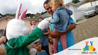 Circo Social realiza ação de Páscoa em bairros de Rio Negro e Mafra (1)