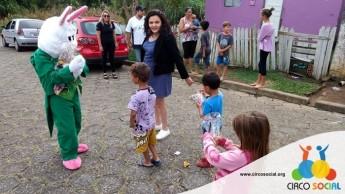 Circo Social realiza ação de Páscoa em bairros de Rio Negro e Mafra (18)