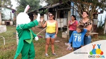 Circo Social realiza ação de Páscoa em bairros de Rio Negro e Mafra (25)