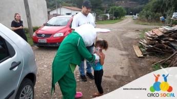 Circo Social realiza ação de Páscoa em bairros de Rio Negro e Mafra (26)
