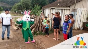 Circo Social realiza ação de Páscoa em bairros de Rio Negro e Mafra (27)