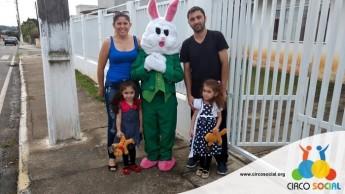 Circo Social realiza ação de Páscoa em bairros de Rio Negro e Mafra (29)