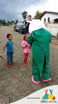 Circo Social realiza ação de Páscoa em bairros de Rio Negro e Mafra (5)