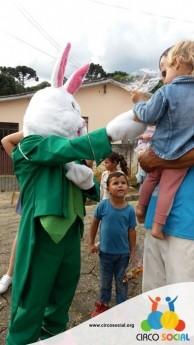Circo Social realiza ação de Páscoa em bairros de Rio Negro e Mafra (7)