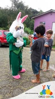 Circo Social realiza ação de Páscoa em bairros de Rio Negro e Mafra (8)