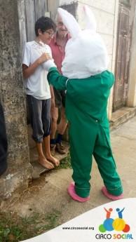 Circo Social realiza ação de Páscoa em bairros de Rio Negro e Mafra (9)